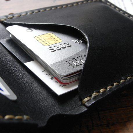 シンプルウォレット(札カード入れ)商品画像008:右側はゆとりのあるカード収納となっていて、複数枚の収納ができます