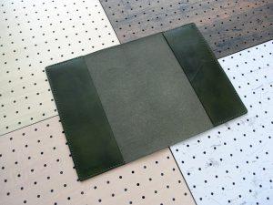 B5ノートカバー(セミB5・6号)商品画像004:開いた時の画像です。ブックマークやペンケースは無くシンプルな商品です。