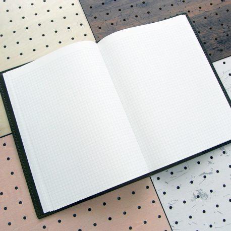 B5ノートカバー(セミB5・6号)商品画像009:ノートを入れて開くとこんな感じです。