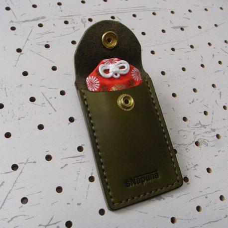 お守りケース003 商品画像004:お守りを入れてみました