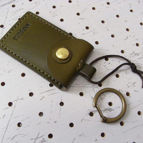 お守りケース003 商品画像009:革紐を付けてみました。※商品は本体のみです。革紐や金具は付属しません。