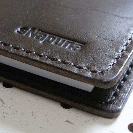 A5ノートカバー商品画像009:コバはしっかり磨いています