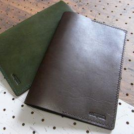 A5ノートカバー商品画像014:革の色はブラック、ダークブラウン、モスグリーンの3色から選べます