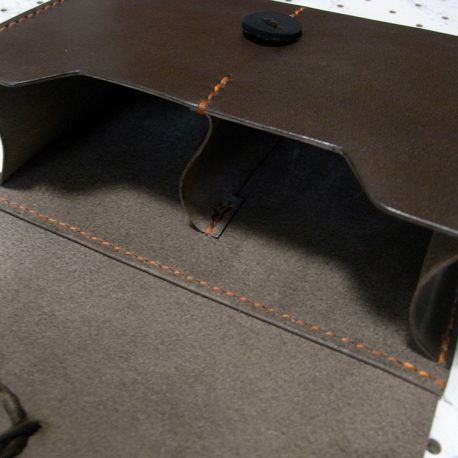 デッキケースXL(ローダー対応&50mm厚収納対応)商品画像005:中央に一か所の仕切りがあります