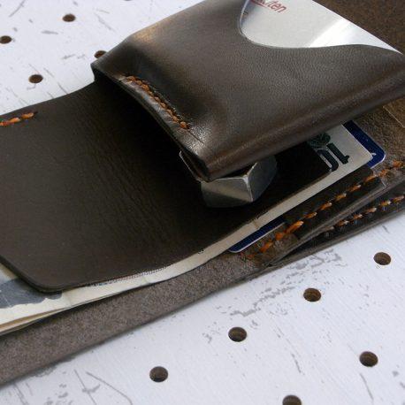 ミニマムウォレット002(ゴムバンド)商品画像011:更に札とカード収納の間に仕切りを入れているので、領収書など仕分けが出来ます
