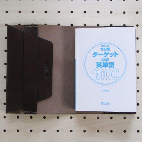 文庫本カバー(フリーサイズ※A6規格)商品画像006:文庫本を右側のみ差し込んだ感じです