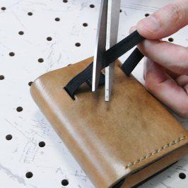 リペア画像02:古くなった平ゴムを切って