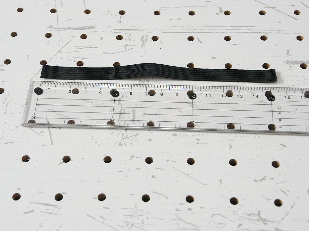 リペア画像05:こちらの財布の場合は15.5mmにカットしました。ゴムの長さはお好みで良いと思います。