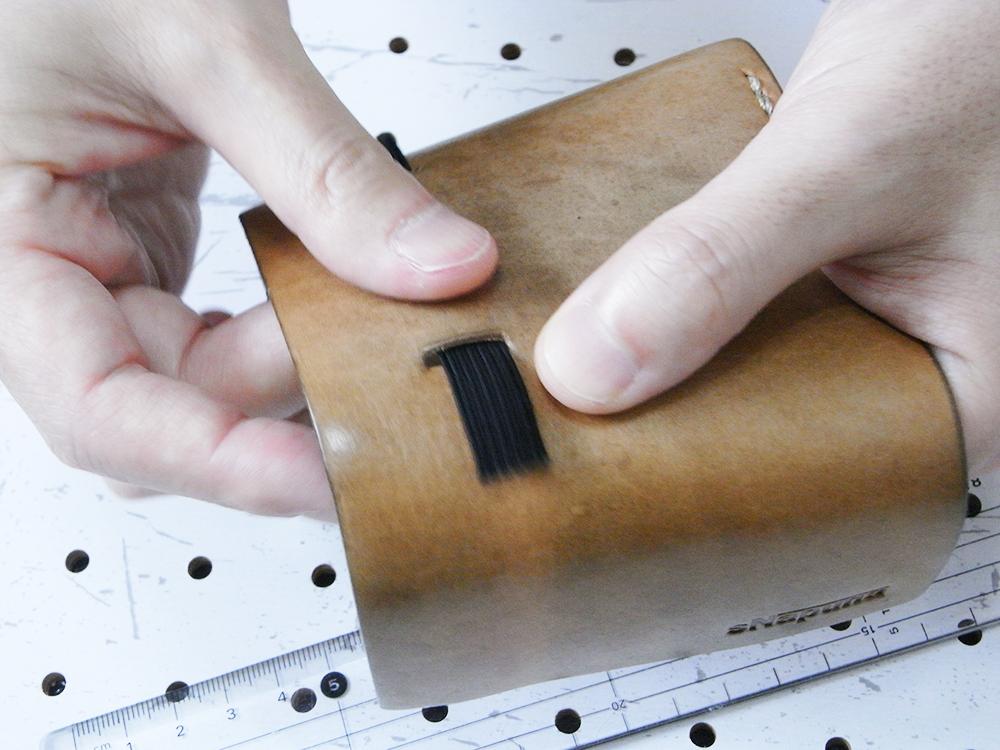 リペア画像06:元の要領で平ゴムをセットします