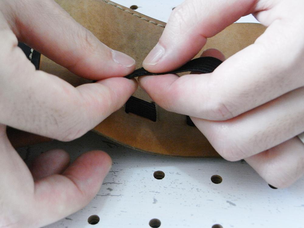 リペア画像10:ダイアボンド(ゴムのり)が生乾きになるくらいにした後に圧着します。生乾きというのが重要です!