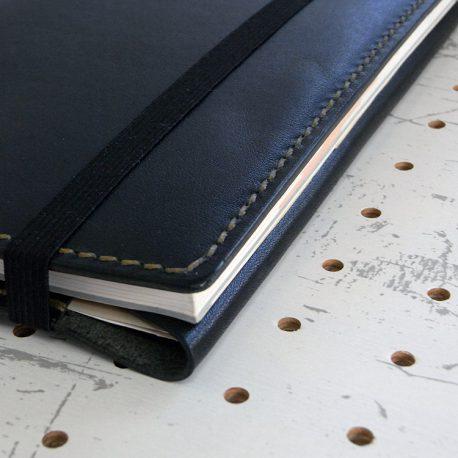 四六判ブックカバー(188×128mm※フリーサイズ)商品画像009:収納後の側面の画像です