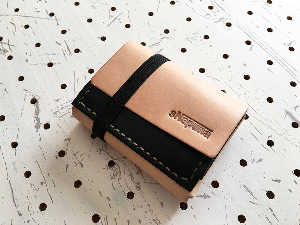 ミニマムウォレット002(使用前1/4)/タンローの革で作成し、緑とナチュラルの2色仕様です。