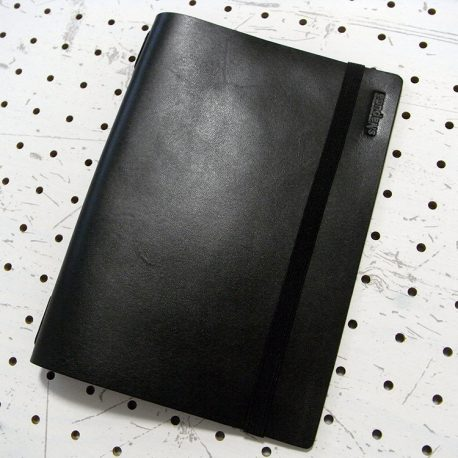 A5シンプルノートカバー商品画像001:縫製はなく、一枚革の仕様です。