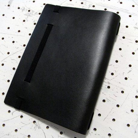 A5シンプルノートカバー商品画像002:ゴムで留める仕様になっています