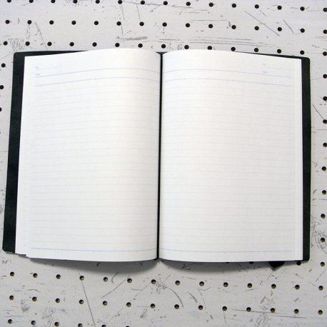 A5シンプルノートカバー商品画像005:ノートはゴムで固定します。