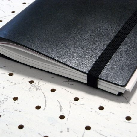 A5シンプルノートカバー商品画像009:3冊収納時の写真です。